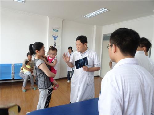四川:残疾儿童实施康复手术 每人每年最高补贴3万元