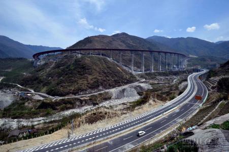 泸黄路改扩建 京昆高速漫水湾和泸沽收费站交通管制