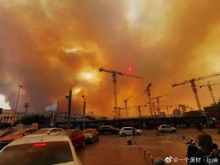 四川西昌突发森林火灾黄色烟雾弥漫城区 官方实施紧急交通管制