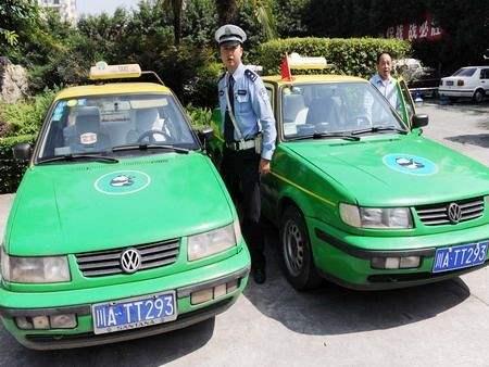 成都两的哥扣证期间继续上路 禁驾出租车5年