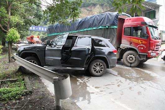 安徽霍邱境内发生一起交通事故 致5死5伤