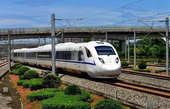 动车组上吸烟致列车降速晚点 乘客被拘5日