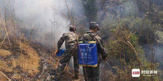 西昌森林火灾:1400多名民兵仍坚守在火场