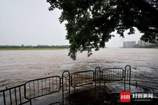 乐山发生强降雨 市中区抢险救灾迅速展开
