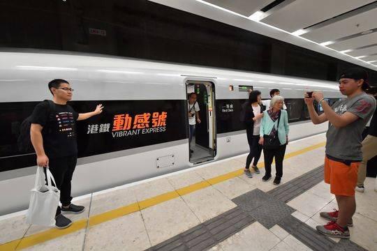 广深港高铁正式开通 从成都出发换乘前往需10小时