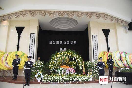 內江因公犧牲民警羅剛遺體告別儀式舉行 千人趕來送他最后一程