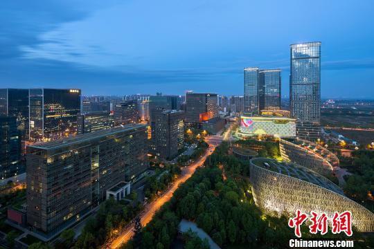 金融城夜景。成宣供图
