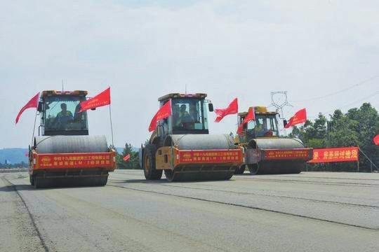 成都三绕西段开始路面铺装 计划年内建成通车