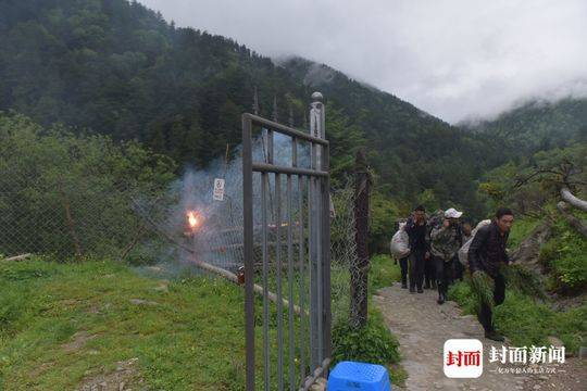 女驴友穿越卧龙遇难 参与营救者:遇难地海拔约4800米下山道路