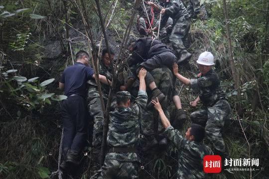 卧龙龙潭电站孤岛三天 武警跋涉13小时救出剩余全部被困人员