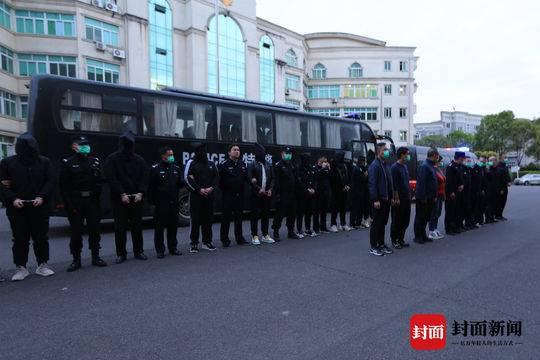 男子抢单返款被骗1.7万 警方跨越千里抓获15人