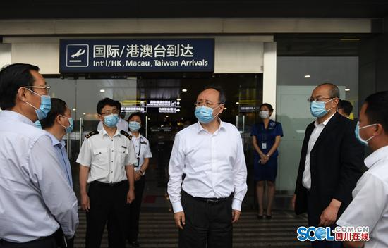 坚决防止境外输入引发本地疫情反弹!尹力在双流国际机场调研