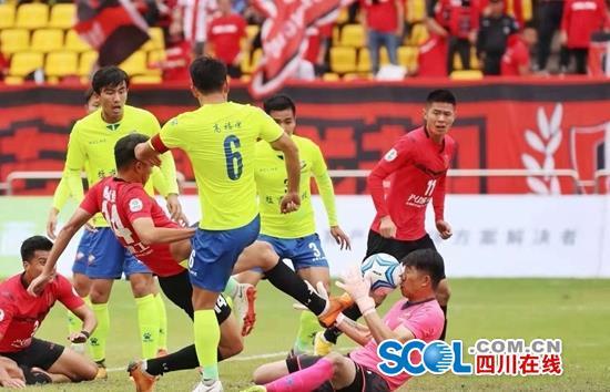 时隔四年 成都足球重归中国职业足球的行列