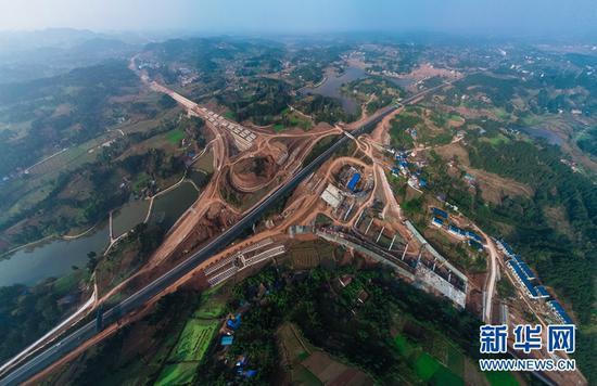左牵成都右连重庆 澳门金沙官方棋牌试玩铁公机构建成渝地区双城经济圈交通枢纽