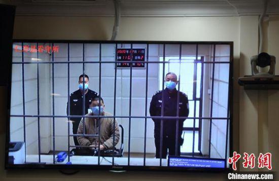 法院通过视频庭审。 眉山中院提供