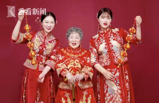 抱养女孩带88岁奶奶拍婚纱照:留住她最美的样子