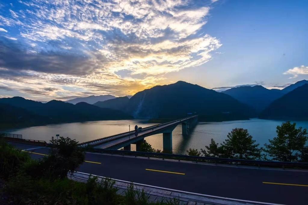 保护成都市饮水源地 蓉昌高速都汶段即将限行危化车