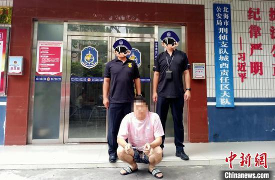 图为警方抓获犯罪嫌疑人。警方供图