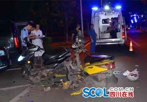 两摩托酒后载人飙车4人受伤 两人竟还坐在路边相互指责
