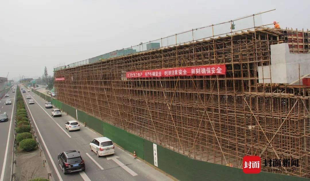 成灌高速入城段改造工程进入冲刺阶段 首联现浇梁已成功浇筑