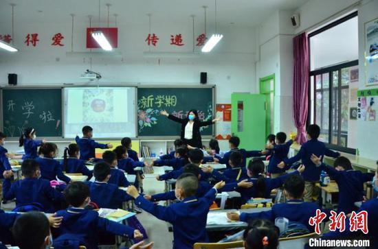 教育部:中小学生在校可不戴口罩须满足三个前提条件