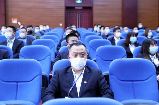旁听职务犯罪案庭审 泸州江阳区100名党员干部上了一堂警示课