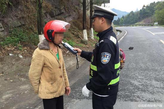 乐山男子3年4次酒驾被逮 竟称不喝酒骑摩托不稳
