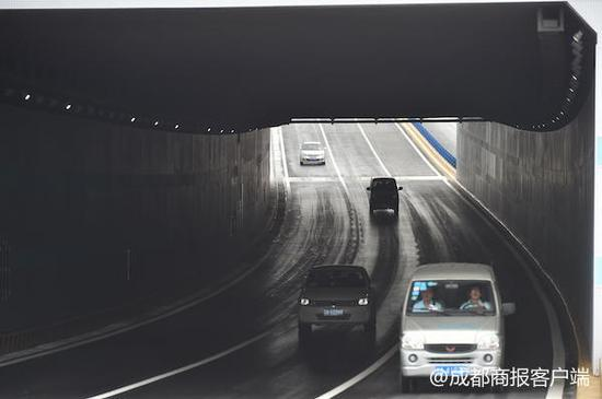全长534米双向6车道 日月大道改造工程武青路下穿隧道通车