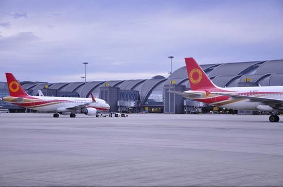 成都机场迎节前客流小高峰 到武汉、长沙等城市机票紧俏