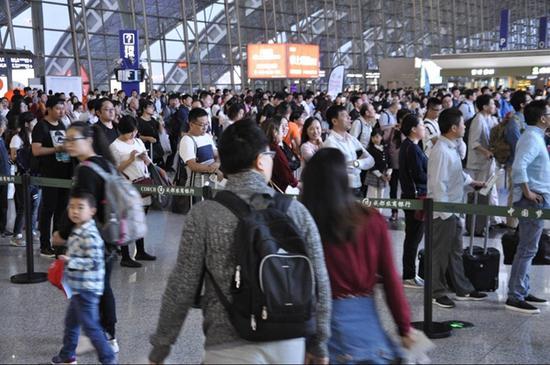 十一成都机场预计52万多人次出港 节前高峰9月27日开始