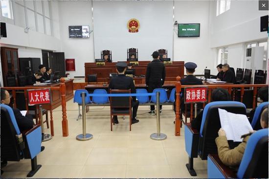 广元首例恶势力团伙犯罪案件公审 6名被告认罪