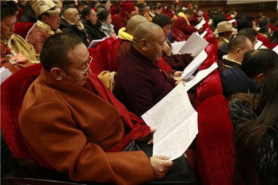 甘孜州政协去年组织委员提了好多批评建议