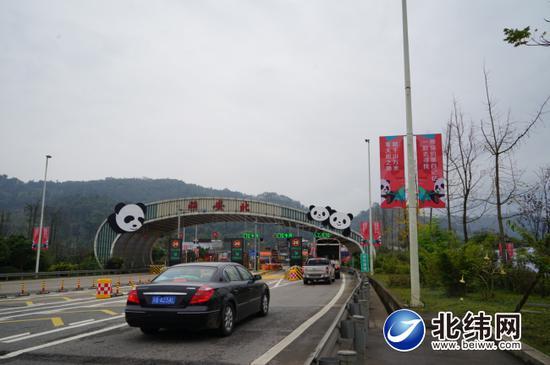成雅高速公路被打造成为全国首条熊猫文化主题高速公路