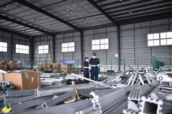 成都海关首次在货运渠道查获国家禁止进口固体废物16.4吨