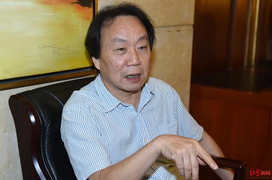 ↑9月5日,成都市,专家雷雨接受红星新闻记者独家专访