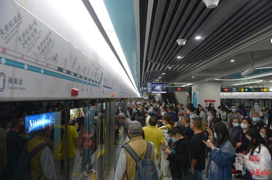双节期间成都地铁延时运行 18号线末班车最晚次日凌晨发车