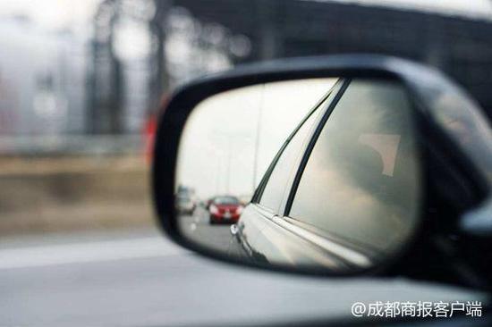 男子驾照过期出车祸 保险公司该不该理赔?法院判了!