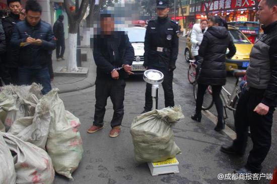 水果盗窃团伙开车摘果迅速销赃 丹棱警方围捕抓获7人