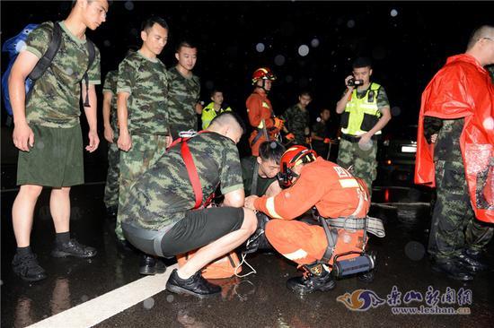 市中区村民患病困孤岛 多部门与洪峰赛跑深夜营救