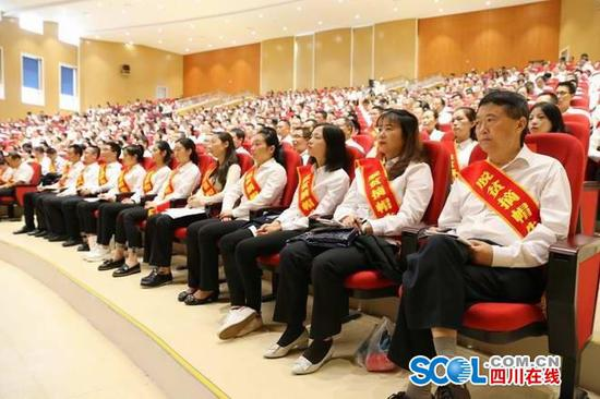 泸州市合江县脱贫摘帽 50个集体100名个人获表彰
