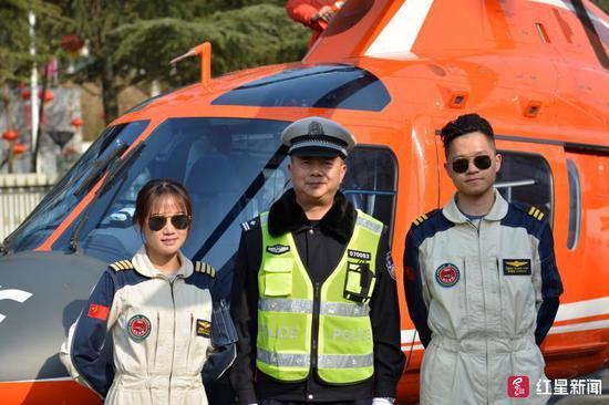 ↑参与空中巡逻的高速交警