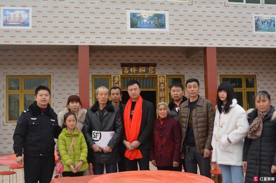 ↑廖明光和家人合影