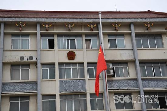 凉山州政府降半旗