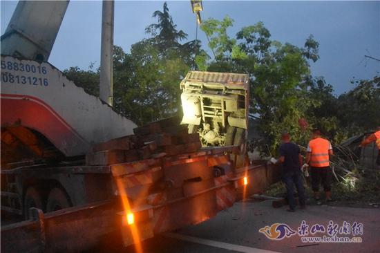 成乐高速3车相撞 致2人死亡7人受伤