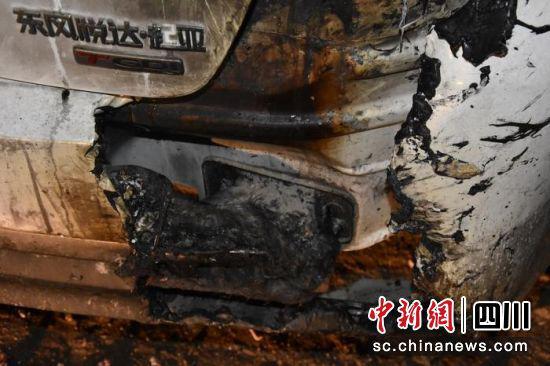 德昌男子离婚后愤懑 浇汽油烧前妻轿车被刑拘
