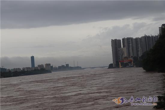 谭爱莉:乐山遭遇入汛以来最大一次降雨 紧急转移2062人