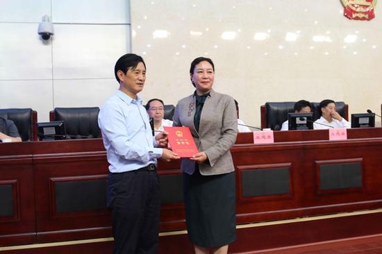 祁玲任阿坝州国有资产监督管理委员会主任