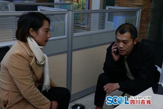 松潘县旅游购物售后服务中心工作人员与企业代表交流