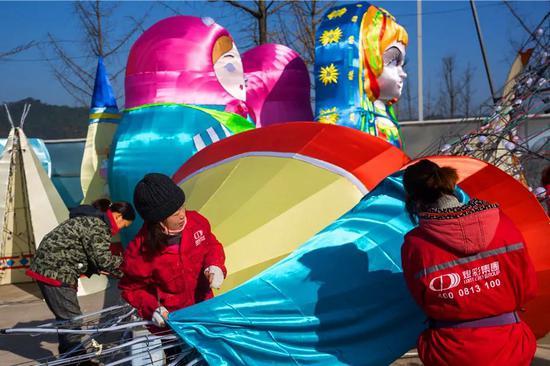 2020雅安第三届熊猫灯会则充满了异国风情