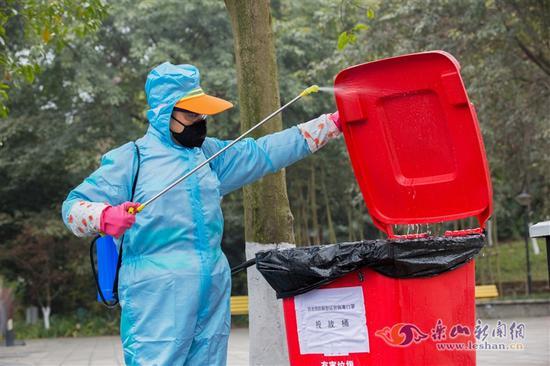 每天奔走100多个点位消毒 这位环卫人在坚守
